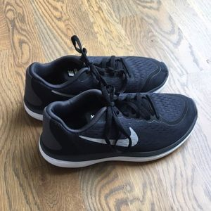 Girls Nike Tennis Shoes Size 4